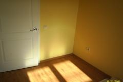 Комната в светлых тонах.