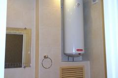 Накопительный водонагреватель - на случай отключения горячей воды.