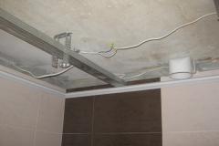 Устройство потолка в ванной.