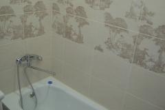 Вид установленной ванны.