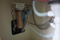 Подводка и подключение фильтрующих элементов в гарнитуре.