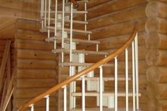 Лестница в интерьере деревянного дома