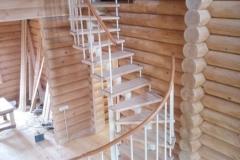 Лестница в деревянном загородном доме