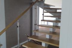 Лестница со ступенями из дуба