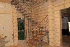 Лестница на ломаном двойном косоуре