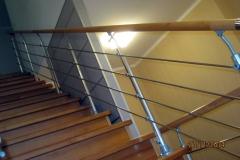 Лестница-с-деревянными-ступенями