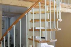 Винтовая-лестница-на-второй-этаж