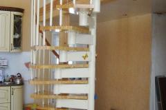Компактная-винтовая-лестница