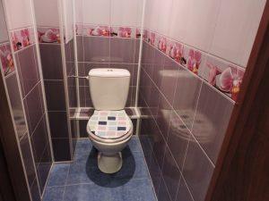 Ремонт туалета пластиковыми панелями.