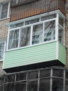 Остекление балкона алюминиевыми раздвижными конструкциями