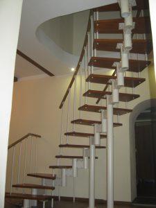 Модульный каркас позволяет сделать любую форму лестницы