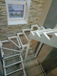 Каркас лестницы с поворотом