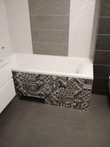 Экран под ванной из керамической плитки
