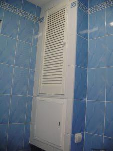 Деревянная дверца для шкафа в ванной